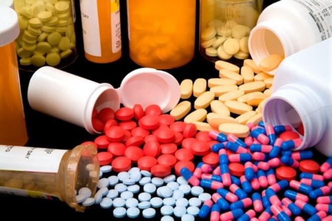 Người bệnh luôn lo ngại giá thuốc sẽ tăng cao trong dịp Tết.