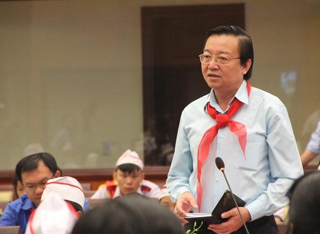 Ông Lê Hồng Sơn - Giám đốc Sở GD-ĐT trả lời ý kiến học sinh.