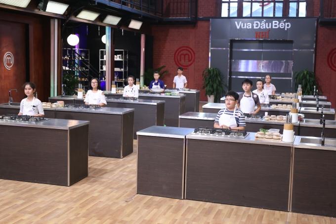 Các thí sinh chuẩn bị bước vào thử thách.