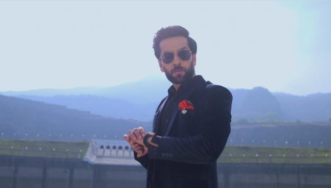 """Phim mới: Cuộc sống xa hoa của giới nhà giàu Ấn Độ trong """"Cuộc chiến gia tộc"""""""