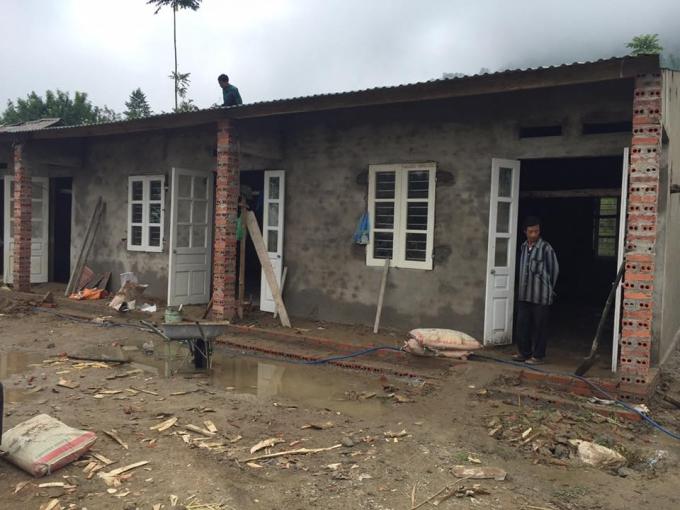 Ngôi trường trong quá trình xây dựng.