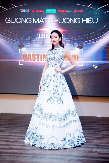 Hoa khôi du lịch Việt Nam Khánh Ngân lộng lẫy như công chúa đi casting The Face sau đăng quang