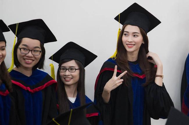 Hoa hậu Đặng Thu Thảo đẹp rạng rỡ trong lễ nhận bằng tốt nghiệp Đại học.