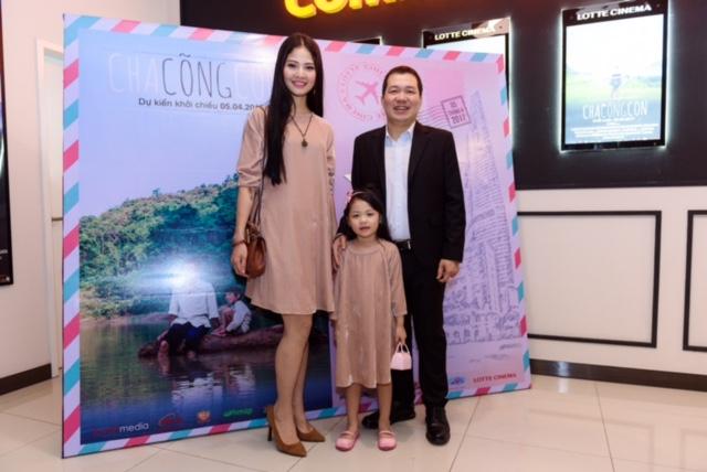 Hoa hậu Trần Thị Quỳnh quyết định đưa Cherry tham dự sự kiện bởi cô muốn được cùng cô bé thưởng thức một bộ phim về tình cha con. Hoa hậu Trần Thị Quỳnh cũng được nhận xét là làng gày càng đẹp.