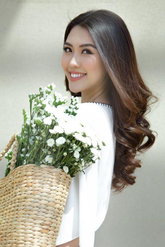 Mới đăng quang Hoa hậu, Tường Linh bộc bạch chỉ đại gia mới xứng với chân dài