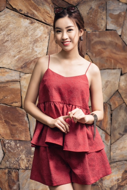 Hoa hậu Đỗ Mỹ Linh tư vấn trang phục cho bạn gái trong kỳ nghỉ 30/4