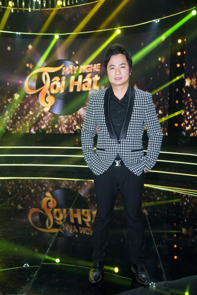 Phi Nhung khoe vẻ đẹp bí ẩn khi làm giám khảo