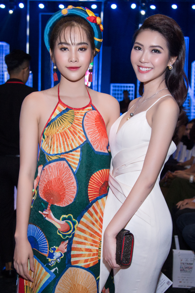 Hoa hậu Tường Linh đeo trang sức ngọc trai bạc tỉ đọ sắc cùng Nam Em