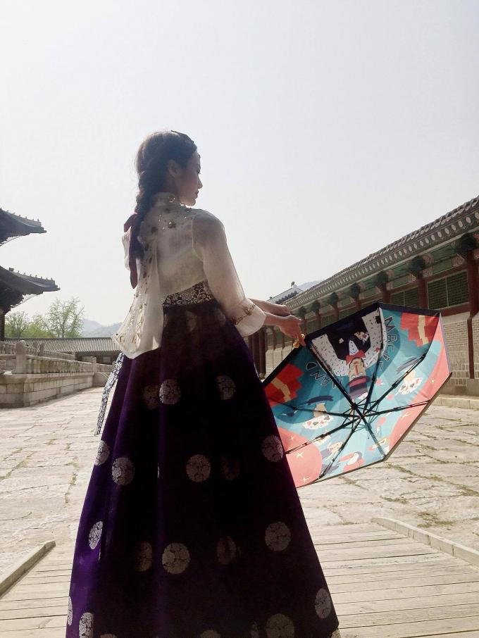 Kiều Ngân hóa nàng Dae Jang Geum khi diện Hanbok Hàn Quốc