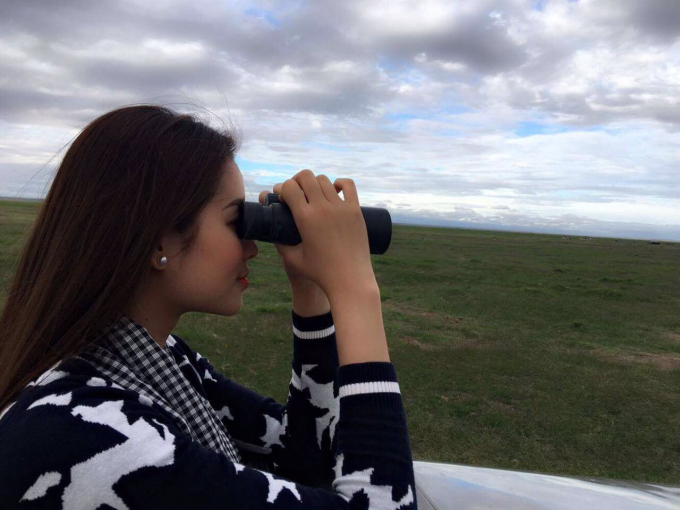 Phạm Hương và Lệ Hằng cũng có dịp được gặp chị Katito – người đã có kinh nghiệm nghiên cứu về loài voi suốt 22 năm, và được chị dẫn đi thăm thú, xem voi tại vườn quốc gia Amboseli.