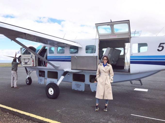 Sau đó, Phạm Hương và Lệ Hằng đã di chuyển bằng máy bay nhỏ tới Samburu, nơi có khu bảo tồn và tộc người Samburu, họ sống chung với động vật hoang dã suốt bao đời nay.