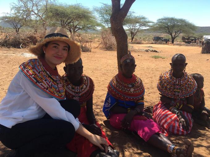 Phạm Hương và Lệ Hằng xúc động khi thấy voi bị giết hại dã man ở Kenya