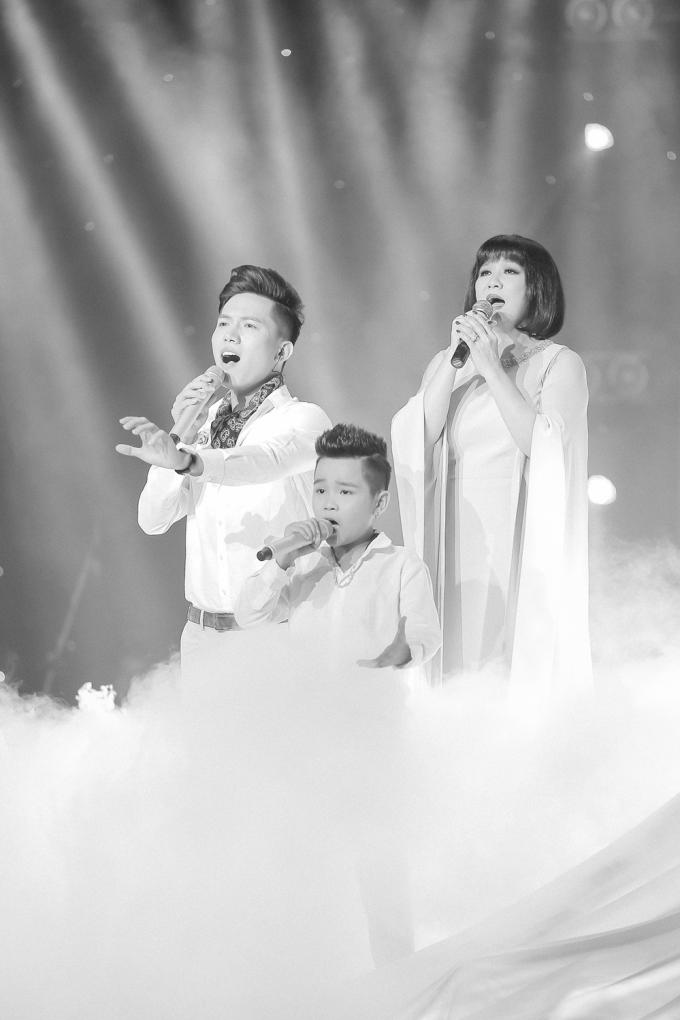 Thu Minh sống lại những ngày tháng hát chung sân khấu cùng ca sĩ Cẩm Vân.