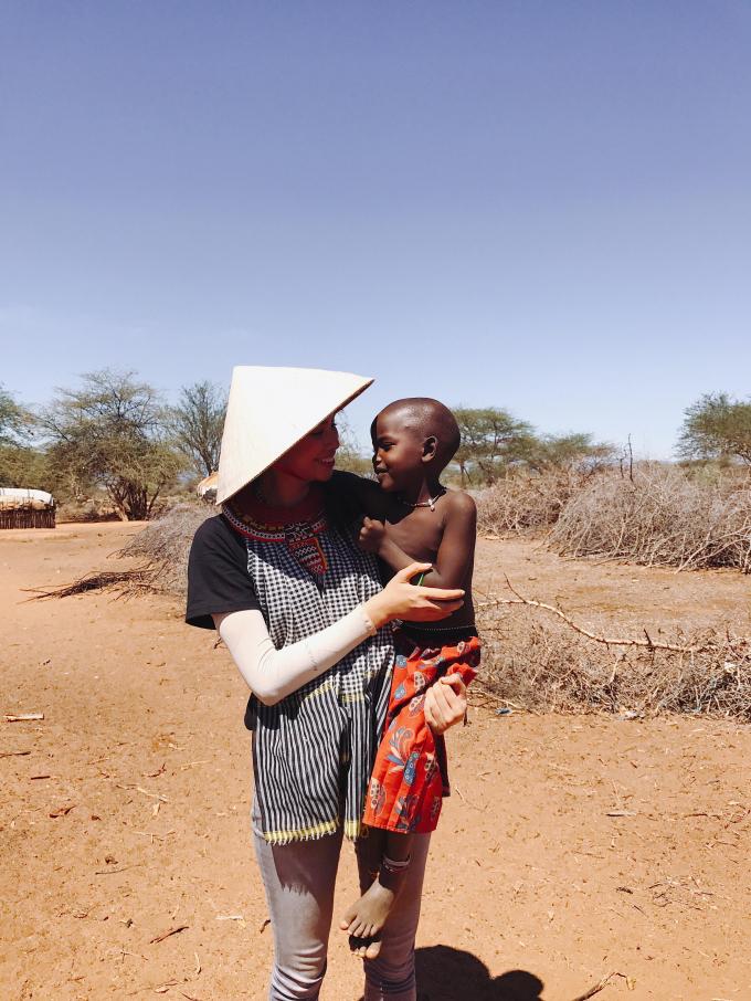 Phạm Hương kể chuyện về tinh thần lạc quan của bộ tộc Samburu ở Kenya