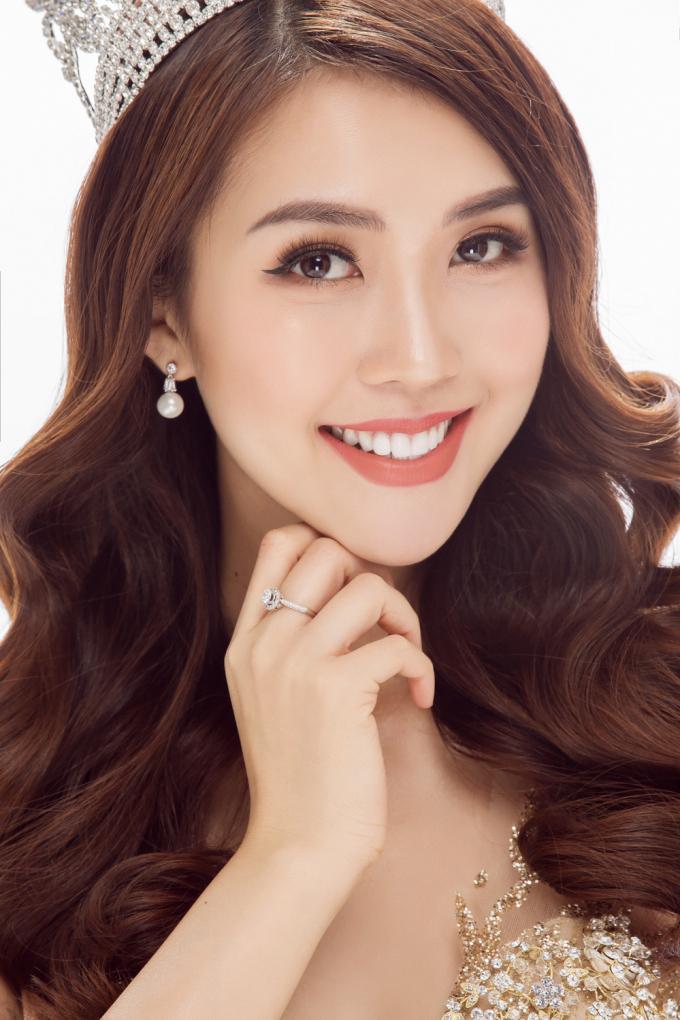 Tường Linh cũng muốn trở thành người đẹp đa năng của showbiz Việt.