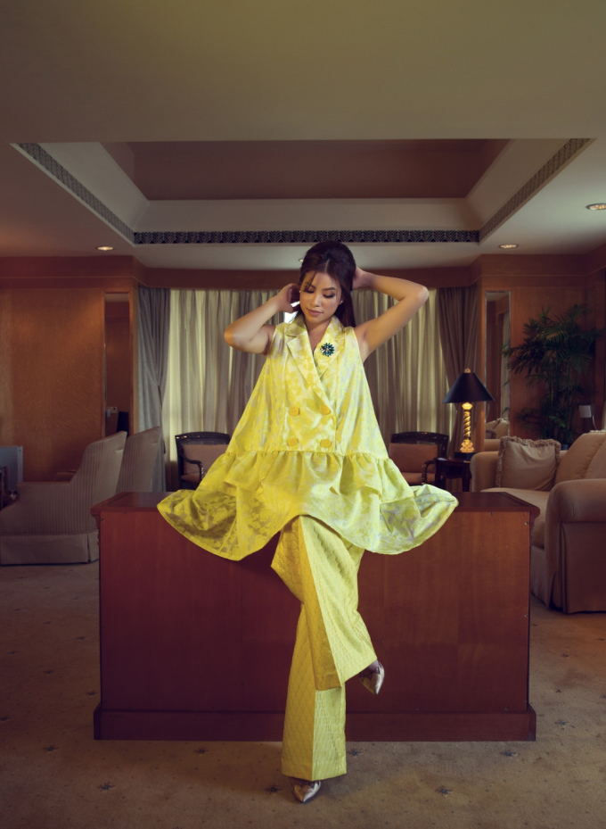 Phạm Hương chụp ảnh trong căn phòng 3 đời Tổng thống Mỹ ở Sài Gòn