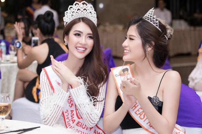 Tường Linh cũng tham dự buổi tiệc chào mừng của ban tổ chức.