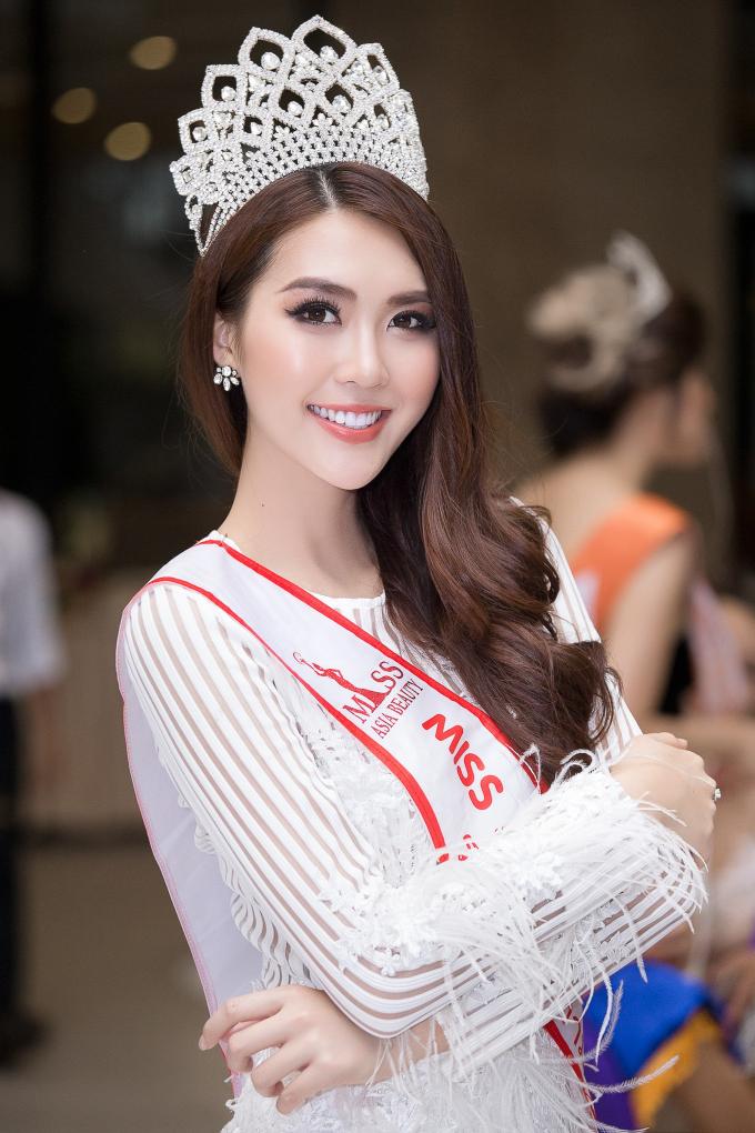 Hoa hậu Tường Linh khoe nhan sắc rực rỡ bên dàn thí sinh Miss ASEAN