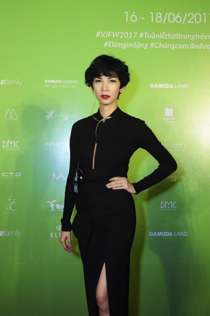 Tuần lễ thời trang trẻ em VN 2017: Tim – Trương Quỳnh Anh dắt tay bé Sushi và bé Bông trình diễn mở màn