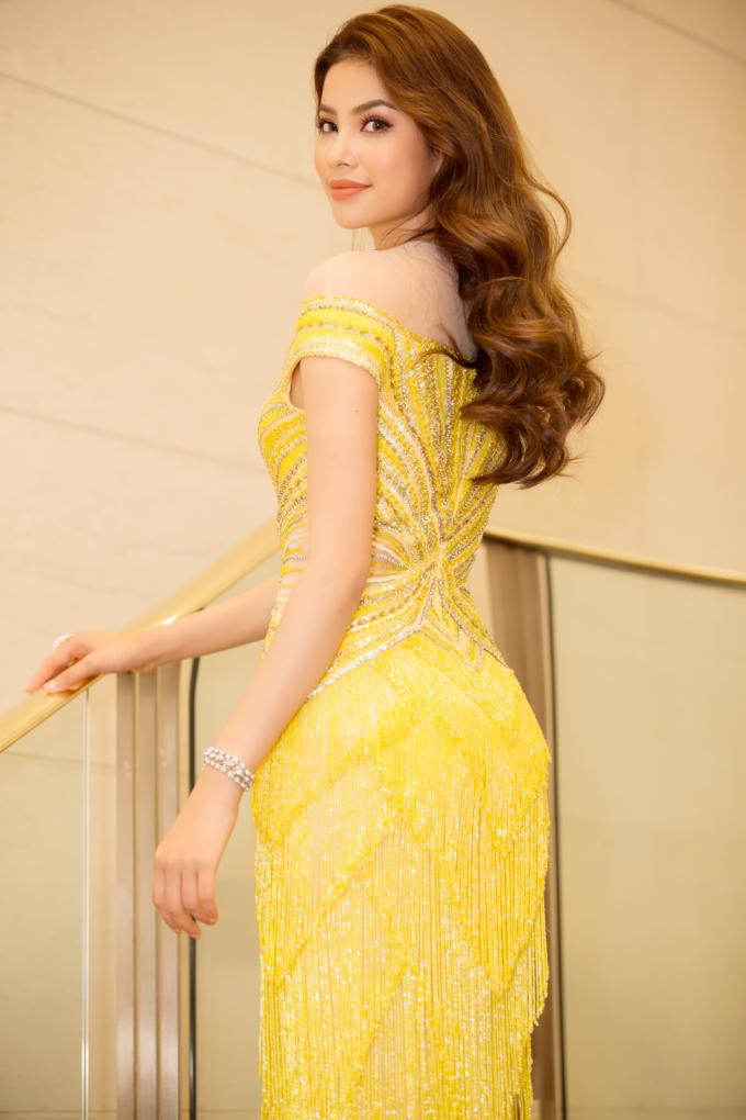 Phạm Hương diện váy đẹp ngỡ ngàng, được bổ nhiệm thành Đại sứ Nhật Ngữ