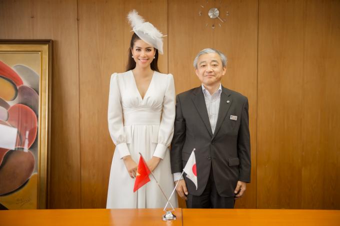 Đại diện chính quyền tỉnh Fukuoka tiếp đoàn.