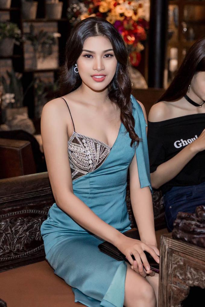 Á hậu Nguyễn Thị Thành.