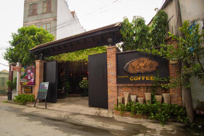 Lan Khuê, Nguyễn Thị Thành, Khánh Ngân lộng lẫy mừng Á vương Ngọc Tình mở tiệm cafe