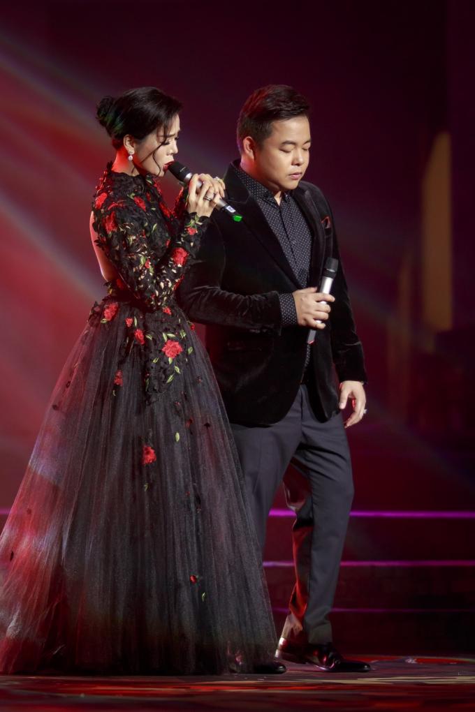 Lệ Quyên e thẹn làm đám cưới với Quang Dũng trên sân khấu Mùa thu vàng