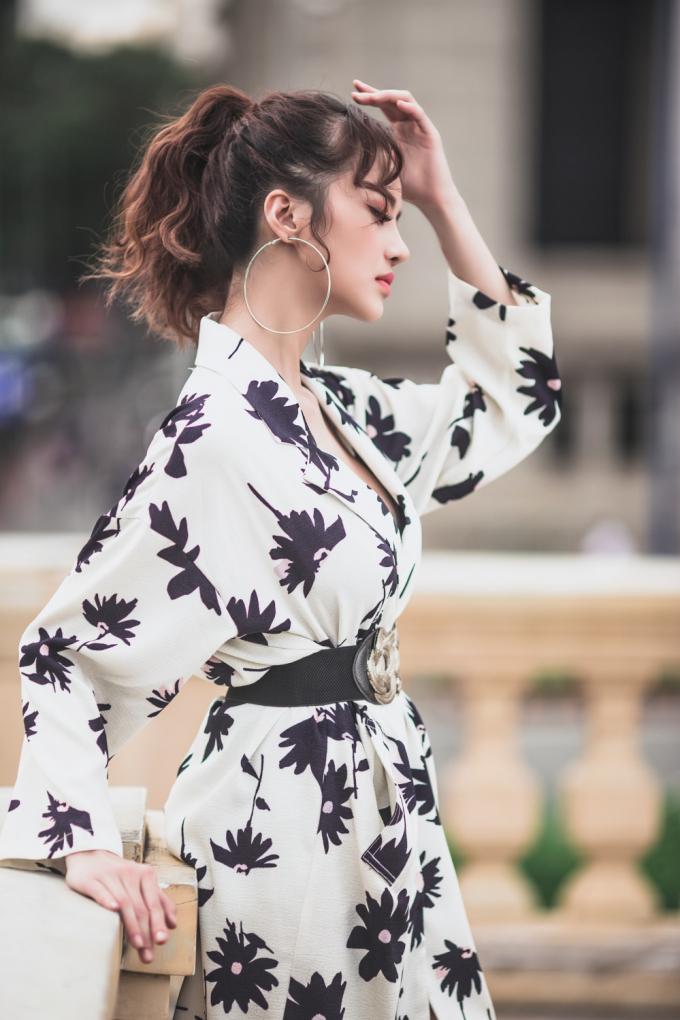 """Street style lúc sang chảnh, lúc lại giản dị """"hết mức"""" của Hoa hậu Kiều Ngân"""