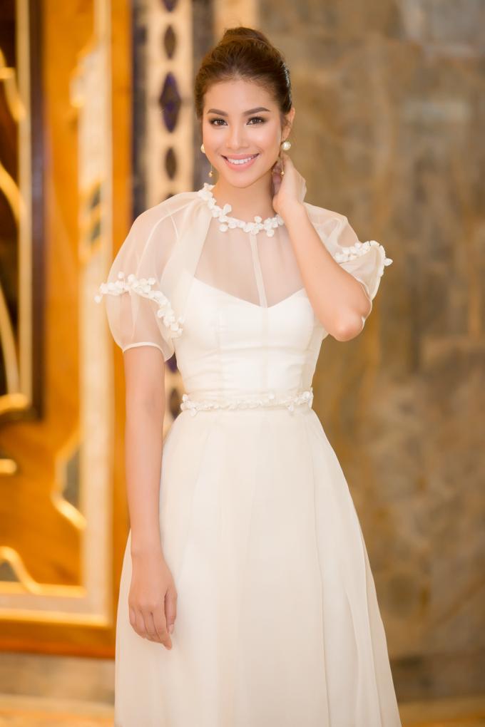 Hoa hậu Phạm Hương diệnthiết kế riêng của Lâm Gia Khang.