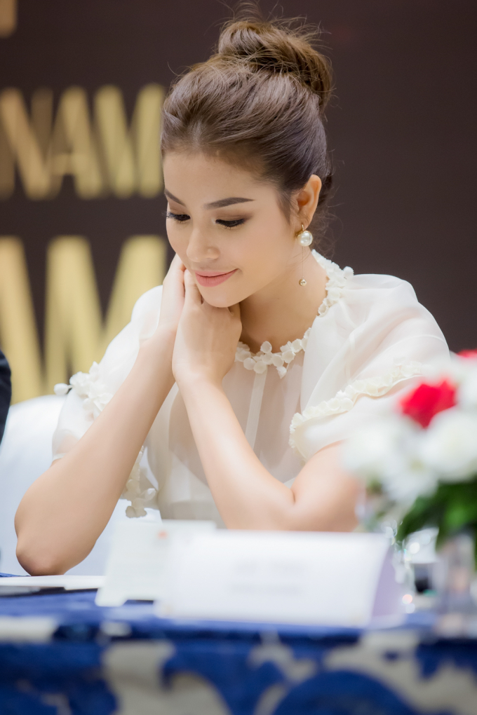 """Hoa hậu Phạm Hương diện đầm """"công chúa"""" rạng rỡ dự event"""