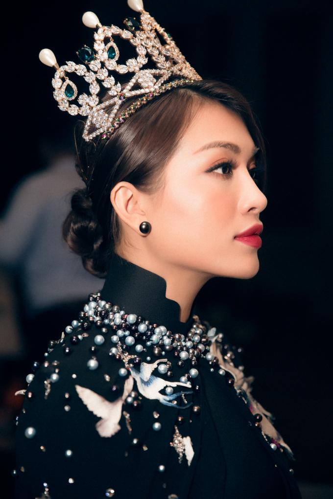 """Lệ Hằng cực gợi cảm làm host """"Tôi là Hoa hậu Hoàn vũ Việt Nam"""""""