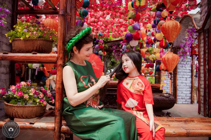 NSND Minh Châu đón Trung thu cùng dàn cháu ngoại xinh như thiên thần