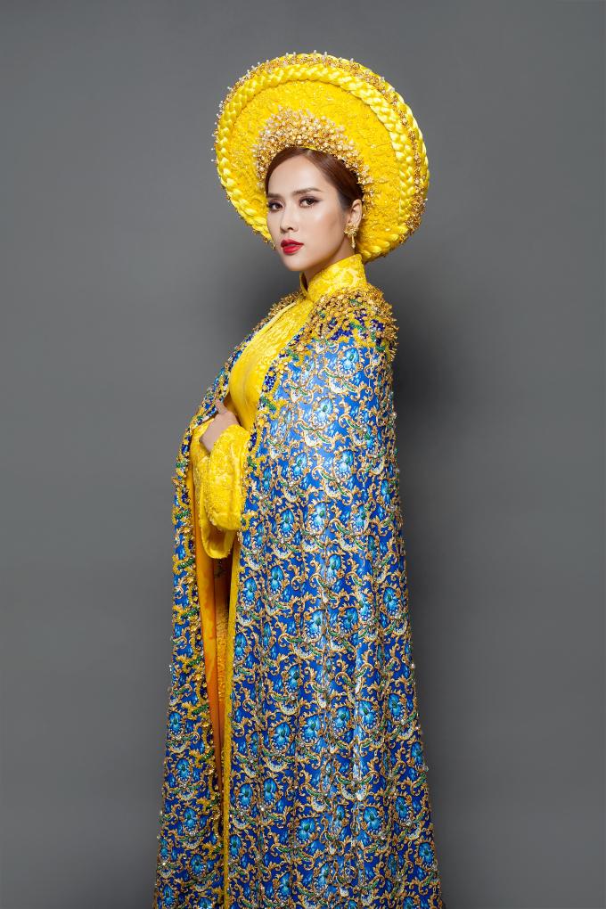 Cận cảnh bộ quốc phục kiêu sa, quyền quý của  Bella Mai tại Miss Tourism Universe 2017