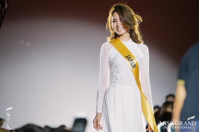 Miss Grand Nhật Bản gây bất ngờ khi xuất hiện trong tà áo dài Việt Nam