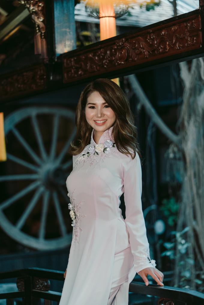 Hoa hau Erika Tsuji diện trang phục NTK Thiệu Vy.