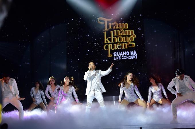 Quang Hà nắm tay Phương Thanh và Siu Black lại gần nhau trong Live Concert