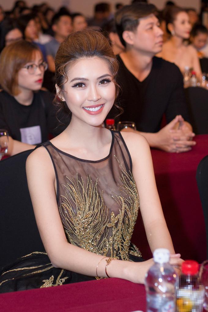 Hoa hậu Hoà Bình Thế giới khen Tường Linh xinh đẹp và thân thiện