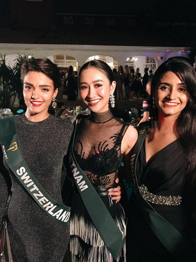 Hà Thu tích cực tham gia các hoạt động Hoa hậu Trái Đất.