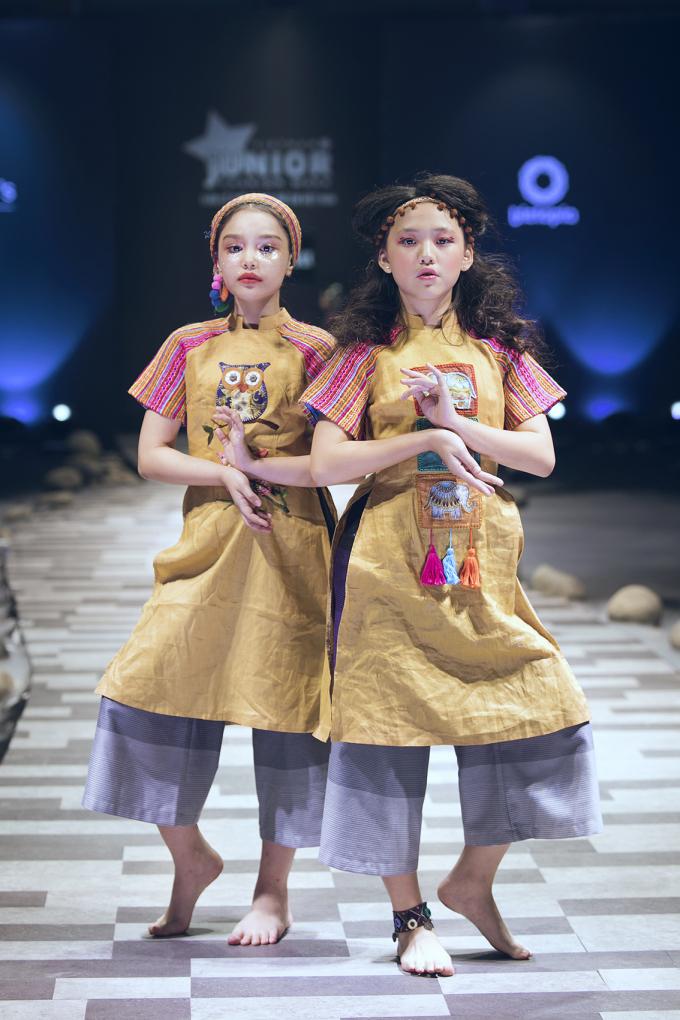 Alex - Mỹ Yến trong trang phục của NTK Phương Nguyễn Silk.