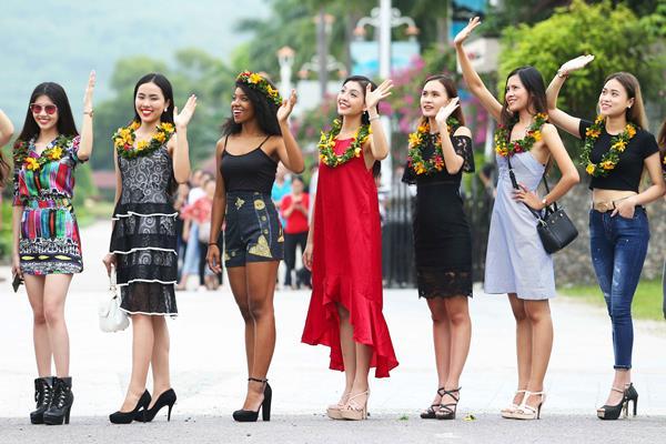 Hoa hậu Hoàn vũ Việt Nam 2017: Thí sinh đặt chân đến Nha Trang chuẩn bị cho vòng thi bán kết sắp tới