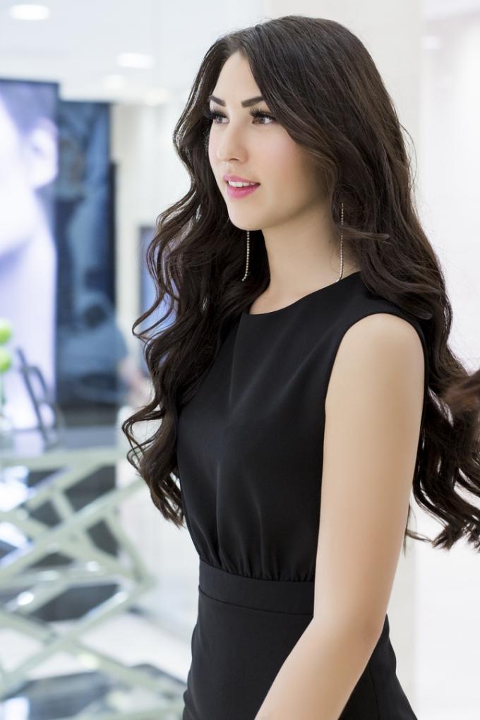 Á hậu Nguyễn Thị Loan hội ngộ cùng Hoa hậu Hoàn vũ Na Uy trước thềm chung kết Hoa hậu Hoàn vũ