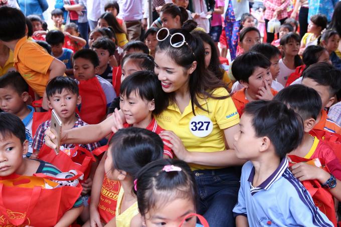 Hành trình công tác xã hội cộng đồng của thí sinh Hoa hậu Hoàn vũ Việt Nam 2017