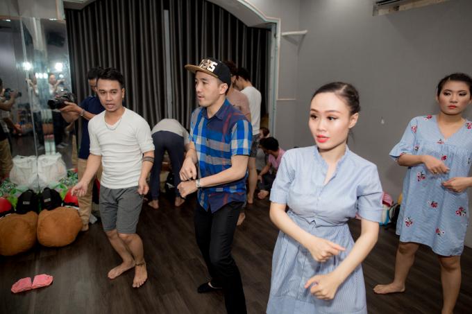 Vợ xinh như hotgirl của Dương Ngọc Thái tháp tùng chồng đi tập nhạc