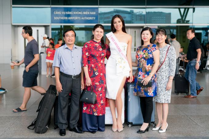 Á hậu Nguyễn Thị Loan mang theo 6 vali nặng hơn 200kg hành lý đến Hoa hậu Hoàn vũ Thế giới 2017