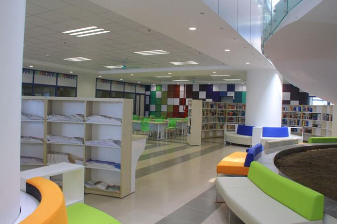Một góc không gian tầng 1 của thư viện ĐH Kinh tế Quốc dân.