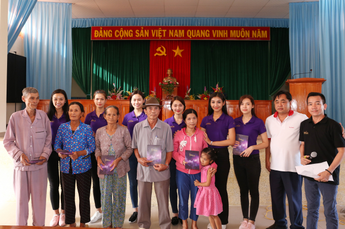 Gần 4 tỷ đồng được gửi chia sẻ với người dân miền Trung từ tổ chức Hoa hậu Hoàn vũ Việt Nam