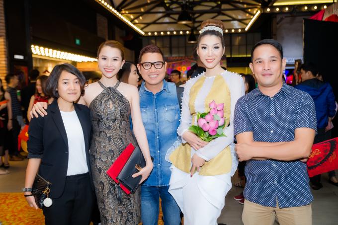 Bộ phim quy tụ nhiều gương mặt tên tuổi như Thanh Hằng, Diễm My, Lan Khuê, MiDu và đặc biệt với sự trở lại màn ảnh rộng của siêu mẫu Ngọc Quyên – bấy lâu nay đang sống và định cư ở Mỹ.