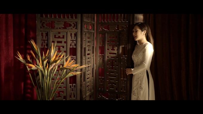"""""""Cánh hoa tàn"""" là một trong những bài hát tiêu tốn nhiều thời gian nhất của cô với hơn một tháng, từ hiểu nhân vật, hát thử cho đến bước hát bản chính thức."""