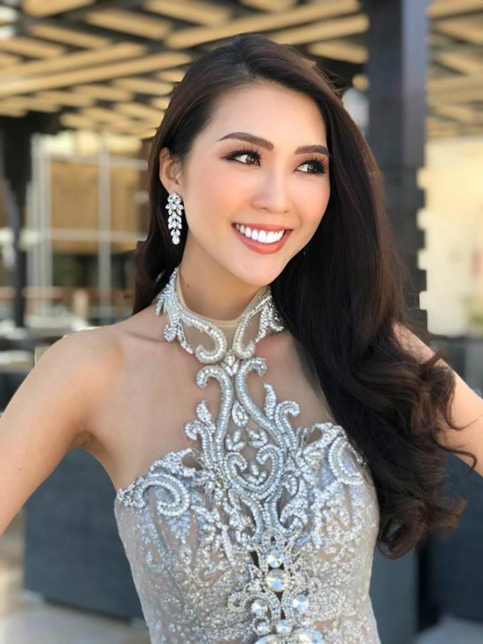 Tường Linh thân thiết với đại diện Venezuela, Thái Lan tại Hoa hậu Liên Lục Địa